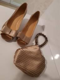 Título do anúncio: Sapato de cetim e bolsa com alça de pedras