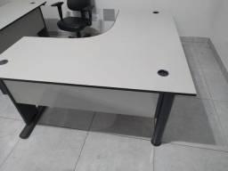 Título do anúncio: Mesa em L com 2 duas gaveta