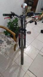 Bcicleta mountain bike caloi , 18 marchas, amortecedor.no quadro e no garfo