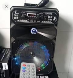 Caixa de som amplificada acompanha microfone