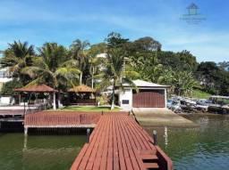 Casa com pier privativo e garagem coberta para embarcação  de médio porte, para venda e lo