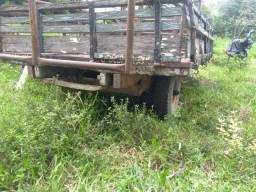 Carreta de madeira para trator