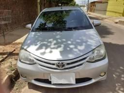 Vendo Etios sedan - 2014