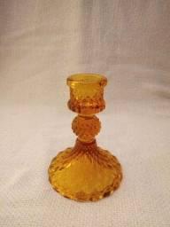 Título do anúncio: Castiçal de vidro prensado na cor caramelo.