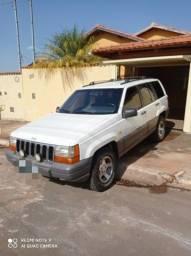 Vendo ou troco Jeep Cherokee Laredo