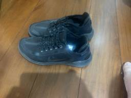 Tênis Nike Run Utility Shield - Tamanho 39