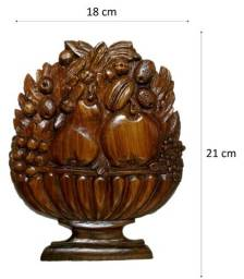 aplique entalhado frutas em madeira.