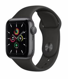 Apple Watch SE (GPS) 44mm caixa cinza-espacial de alumínio com pulseira esportiva preta