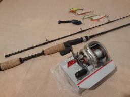Carretilha de Pesca Brisa GTO 11000 Esquerda + Vara e Iscas Artificiais + tubo transporte