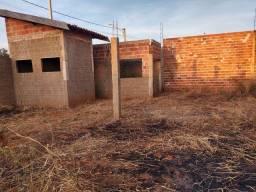 Vendo quiosque em construção