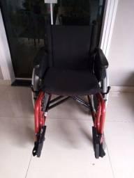 Cadeira de rodas  Jaguaribe semi nova ...pouco usada . (Contato:021( *) ZAP...