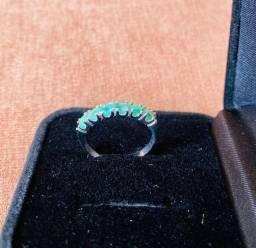 Anéis e colar de esmeralda