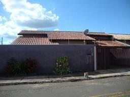 Casa de esquina com 1 suite + 2 quartos no Giocondo Orsi