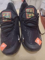Tênis da Nike 42/43novo custurado novo,100$ A/cartão