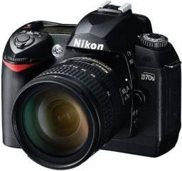 Nikon D70s com lente 18-70mm Nikkor!