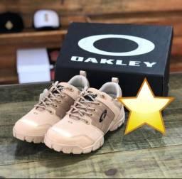 Título do anúncio: Bota Oakley Refletivas Bege e Preta ( Promoção )