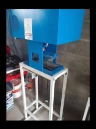 Vendo máquina de fazer chinelo automática e máquina de colocar correria de chinelo