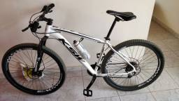 Bike aro 29, freio hidráulico GTS, kit de câmbios Shimano, quadro KSW de alumínio.