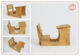 Carteira de madeira estilo escolar
