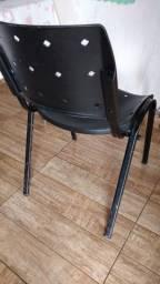 Cadeira de plástico (leia a descrição)