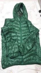 Casaco UltraLight Uniqlo verde escuro e verde claro