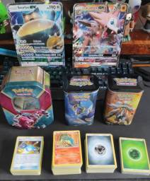 Latas e Lote de cartas Pokémon