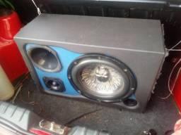 Caixa de som para carro mostro funcionando