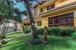 Casa à Venda com Piscina no Bairro São José