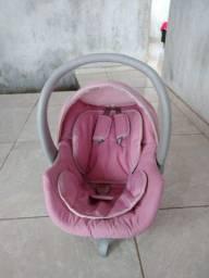 Vende-se um bebê conforto e um berço americano.
