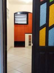 Título do anúncio: Aluga-se casa em Itapuã (próximo à praia)