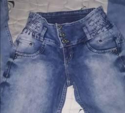 Calça jeans levanta bumbum