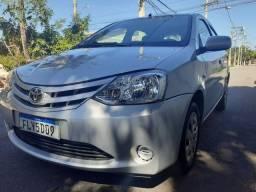 Toyota Etios 1.3 hatch completo