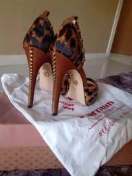 Título do anúncio: Sapato de salto alto de onçinha