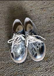 Título do anúncio: Sapato prata número 26 Zara Kids
