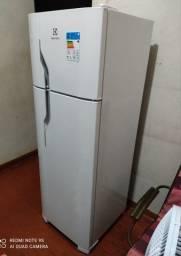 Título do anúncio: Refrigerador De 260 Litros + NF E Garantia - Sem Uso