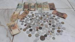 Vendo moedas e cédulas antigas.