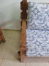 2 sofás de madeira