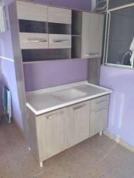 Armário de cozinha com tampo de pia