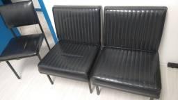 2 cadeiras acolchoadas, mais uma cadeira por R$170,00 total