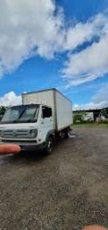 Caminhão baú 8-150 Delivery