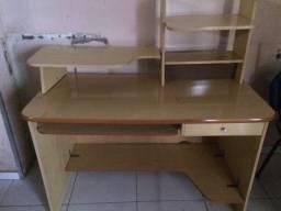 Uma mesa para escritório ótimo preço