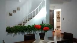 Casa com 6 quartos - Bem localizada -Petrópolis - RJ