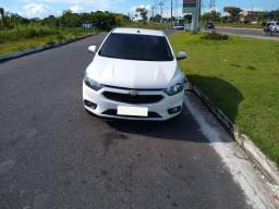 Chevrolet Onix 1.0 MT LT ano e modelo 2018 Branco, volante multifuncional, sistema MyLynk - 2018