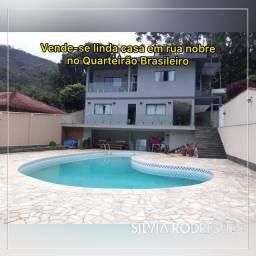 Vende-se linda casa 04 quartos em rua nobre no Quarteirão Brasileiro (porteira fechada)