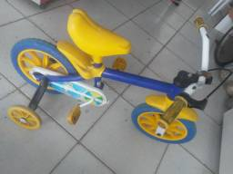 Bike com rodinhas pra crianças pequena