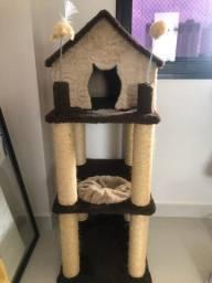 Brinquedo e arranhador para gatos