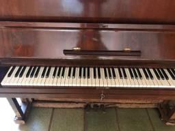 Vendo piano de madeira