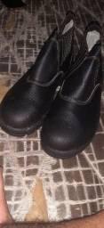 Vendo bota bico de aço