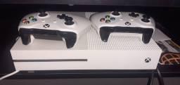 Xbox one S seminovo 2 controles