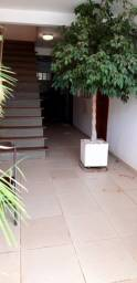 Alugo kitnet na Vila Planalto mobiliada, térreo, cozinha, banheiro, quarto.